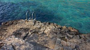 Leiter in's Glück in der Cala Lombards in Süden von Mallorca