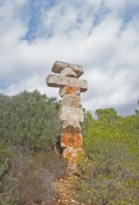 Die Skulptur am Aussichtspunkt von Es Pontàs ist Teil des Europa-Projektes von Rolf Schaffner