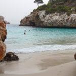 Am Strand der Caló des Moro